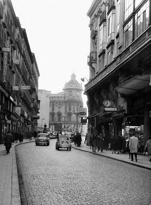 1964 Calle Carretas. Al fondo Teatro Calderón