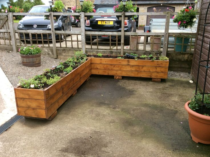 Planters Made From Old Decking Raised Up On Blocks Very Simple But Effective Remember Pallet BarDiy