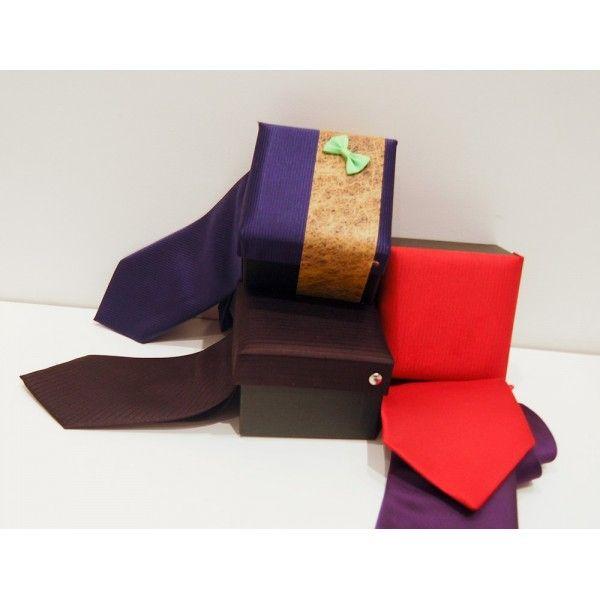 Corbata elegante, ¿alguien no lleva corbata en tu boda? No pasa nada solucionalo con este detallito, se sirve en varios colores. #corbata #corbataElegante #regalosdeboda #regalosdebodaparael #boda #regalosoriginales