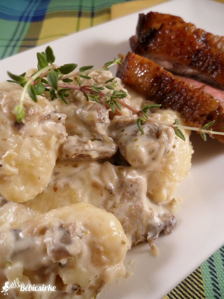Laskagombás-mascarponés gnocchi, rosé kacsamellel - Bébicsirke