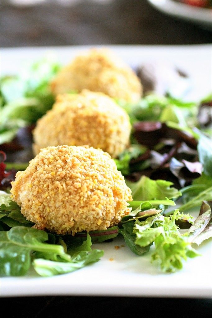 Baked risotto balls with goat cheese filling