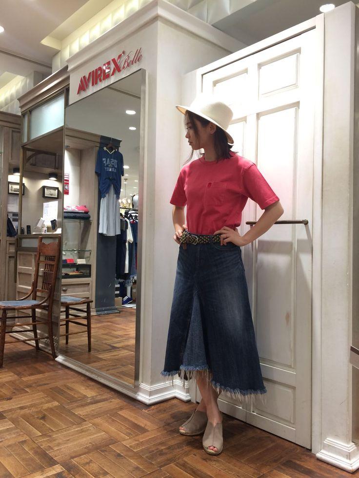 メンズTシャツを使ったオススメコーディネート! しっかりとした生地のメンズTシャツSサイズにデニムスカートを合わせました!メンズTシャツなのでピンクでも可愛すぎない★デニム素材との相性◎
