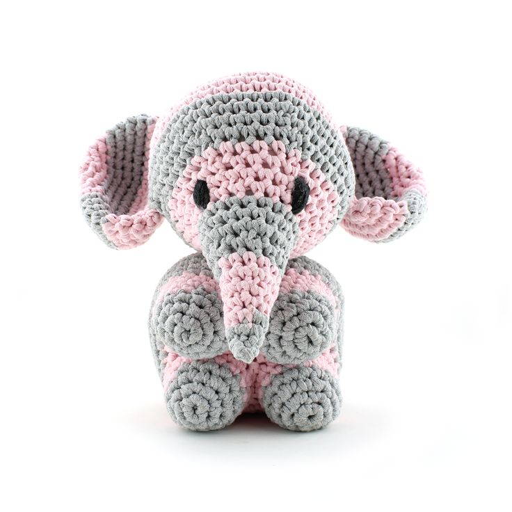 Cute little elephant Mo!! <3  Designed by Oekimoekie. Follow me: www.facebook.com/oekimoekie Pattern available at www.hoooked.nl (in dutch and english)