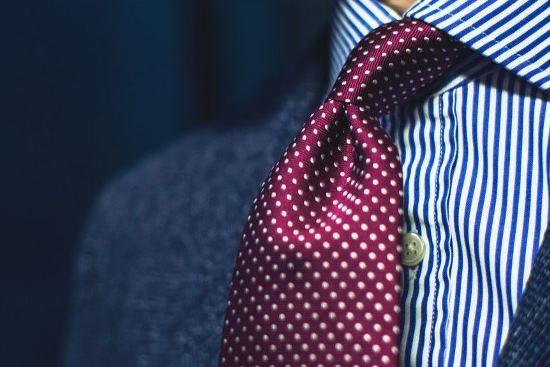 Klasyka I Krawat bordo kropki 100% jedwab I Sklep republicofties.com I Krawaty i akcesoria mody męskiej I Szeroki wybór ponad 100 krawatów I Krawaty jedwabne, wełniane, lniane I Knity I Spiniki I Poszetki I Muchy I Skarpetki I Wieszaki na krawaty I Ties I Neckties