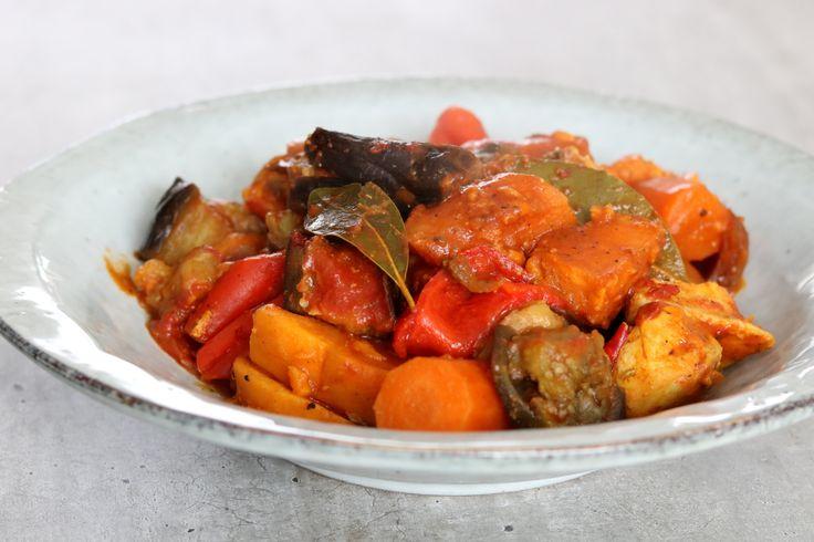Deze curry heb ik met de crockpot gemaakt! Ideaal voor als je weinig tijd hebt om te koken en je toch van een super tasty gerecht wilt genieten :) Hij kan ook goed in een stoofpan of tajine …