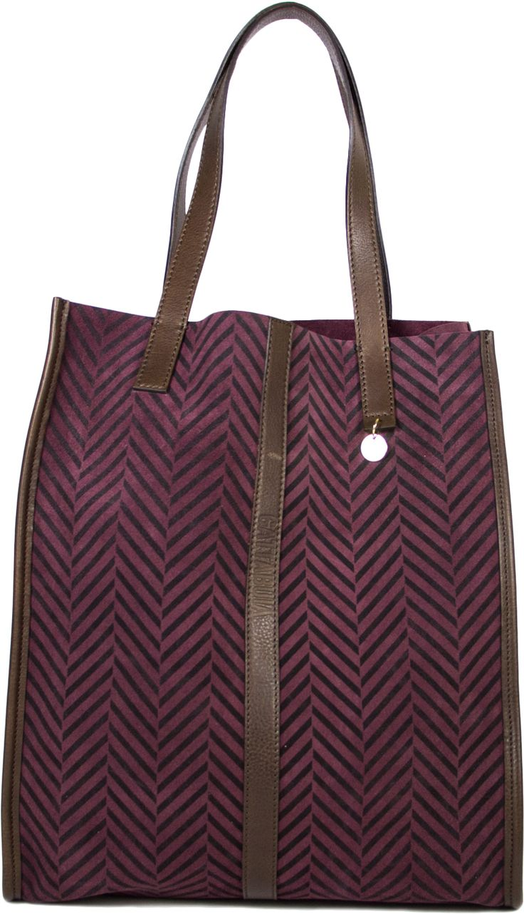 GIULIA PURPLE  Shopping bag in suede and leather with herringbone print volanata handle shoulder unlined. Inside zip pocket striped. Gold trimmings clear. Dust bag with logo included.  Dimensions : 37 x 32 x 14 cm, 19 cm handle  Product 100 % Made in Italy.  --  Shopping in pelle scamosciata con stampa spigata e pelle volanata con manico a spalla sfoderata. All'interno tasca lampo a righe. Rifiniture in oro chiaro. Dust bag logata inclusa.  Dimensioni: cm 37 x 32 x 14, maniglia cm 19…