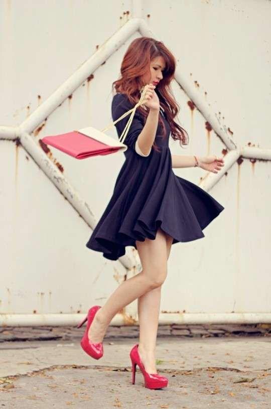 Scarpe rosse e vestito blu alehouse