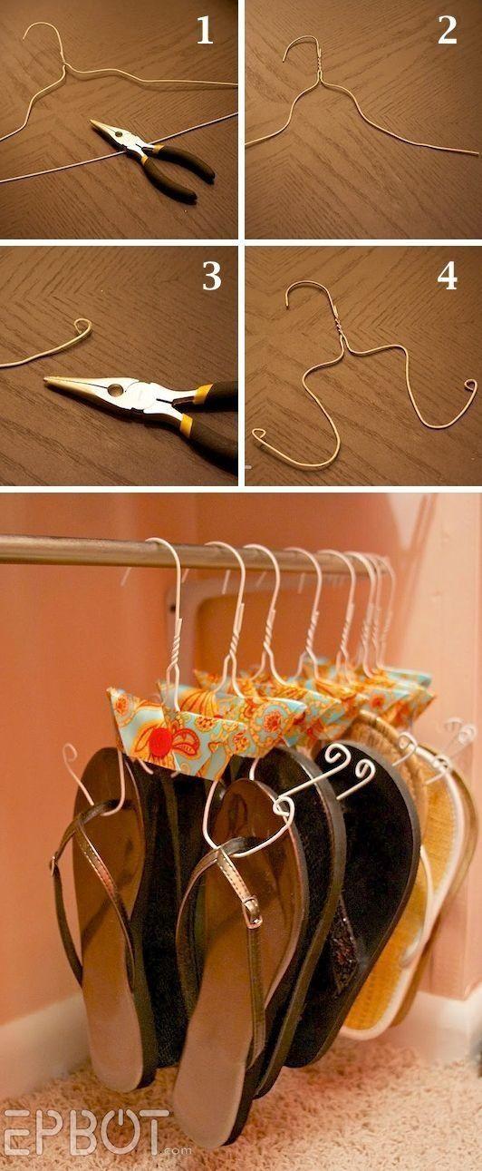 Uma ótima maneira de você organizar seu chinelo com cabides