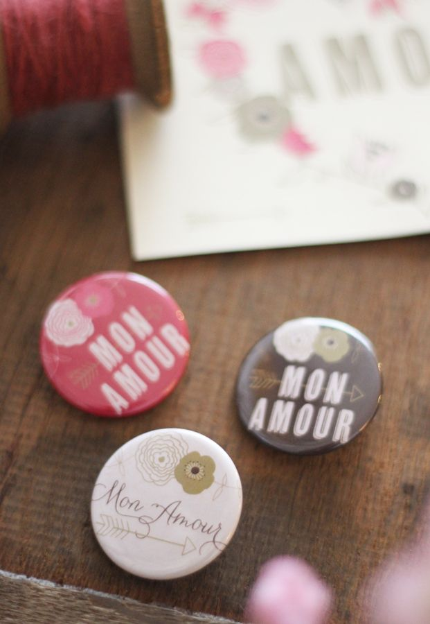 DiY badges a telecharger - Mister M Studio - La mariee aux pieds nus #button #wedding #printable