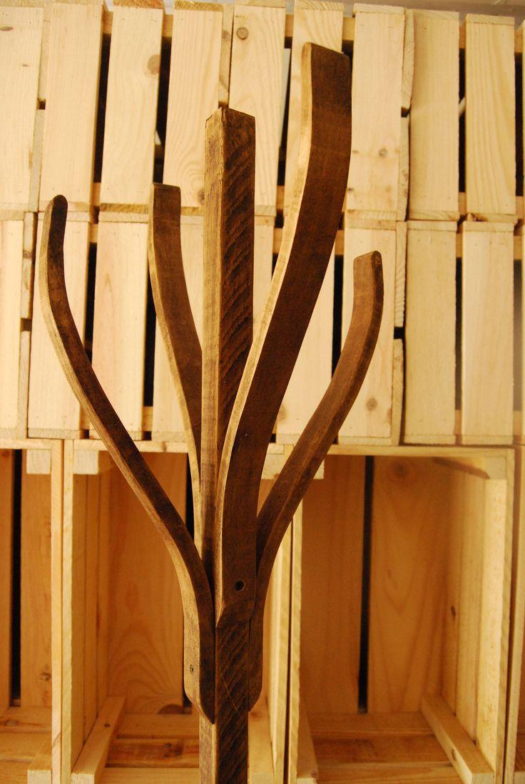 Colgador perchero perfecto para la entrada madera for Colgadores de madera