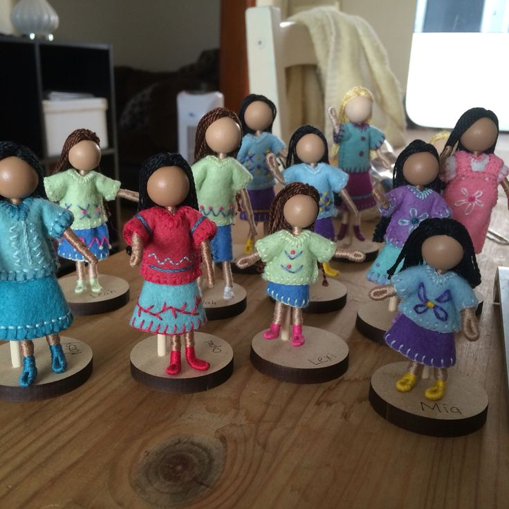 3SistersDollsPocketDolls  Bendy dolls made wool felt, embroidery floss, wooden bead. Size ranges from 2.5-3 inches tall.