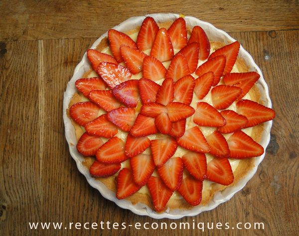 Voici une super recette à mettre dans ses favoris : une tarte aux fraises comme chez le patissier : elle est belle, bonne et facile à faire en plus!! Je l'ai réalisée avec le thermomix , il ne vous reste plus qu'à aller cueillir quelques fraises au jardin ou à aller au marché… Idéalement faire …