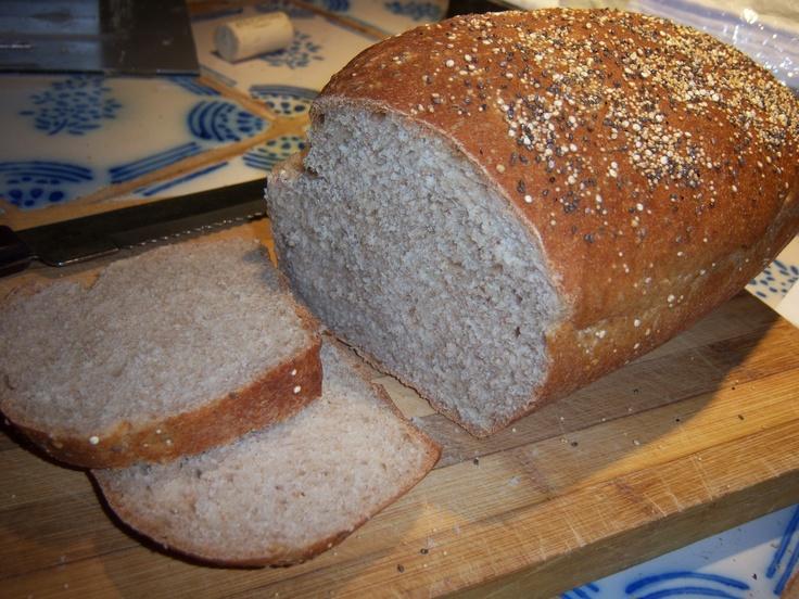 Pan de molde de centeno, con levadura y masa madre.
