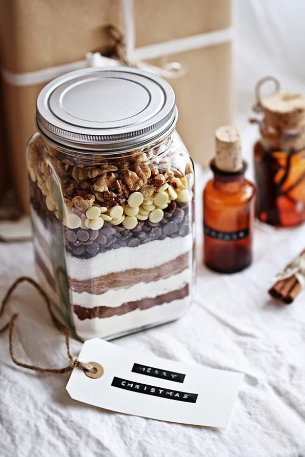DIY Brownie mix in a jar gift - full recipe and instructions. Such a gorgeous idea!