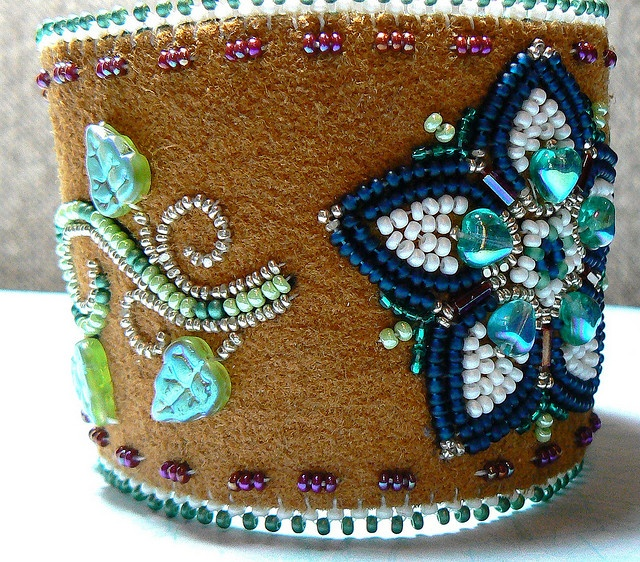 """I'm not normally one for much """"white space"""" in bead embroidery, but this has a striking effect."""