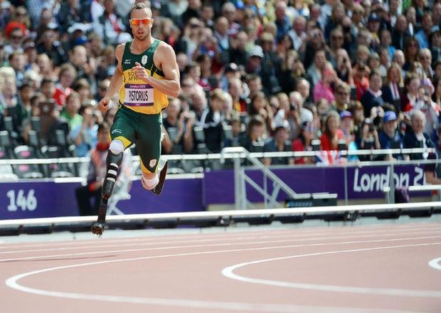 Oscar Pistorius de Sudáfrica compite en los 400 metros masculino atletismo de los Juegos Olímpicos de Londres 2012. AFP