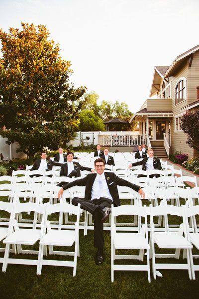 cute groomsmen photo op www.visionseventstudio.com  #VisionsEventStudio #ChicagoProposalPlanner #ChicagoWeddingPlanner