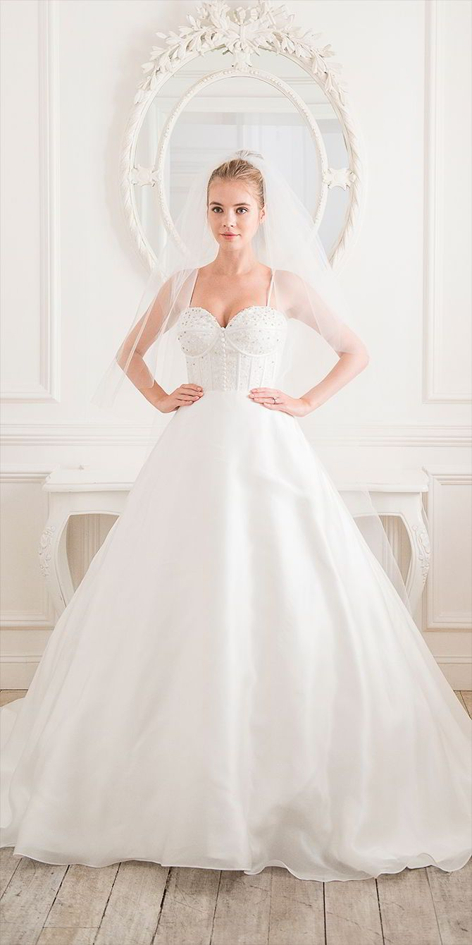 17 Of 2017s Best Structured Wedding Dresses Ideas On Pinterest