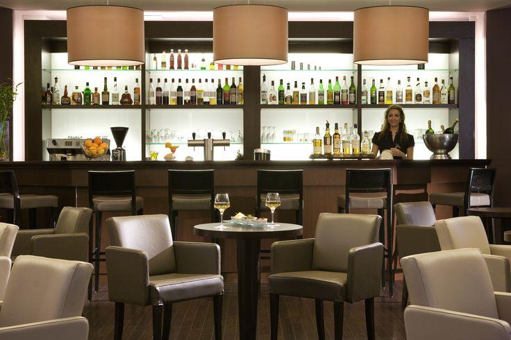 Bar de l'hôtel Novotel #ClermontFerrand http://www.hotel-novotel-clermontferrand.com/fr/restauration/bar.html