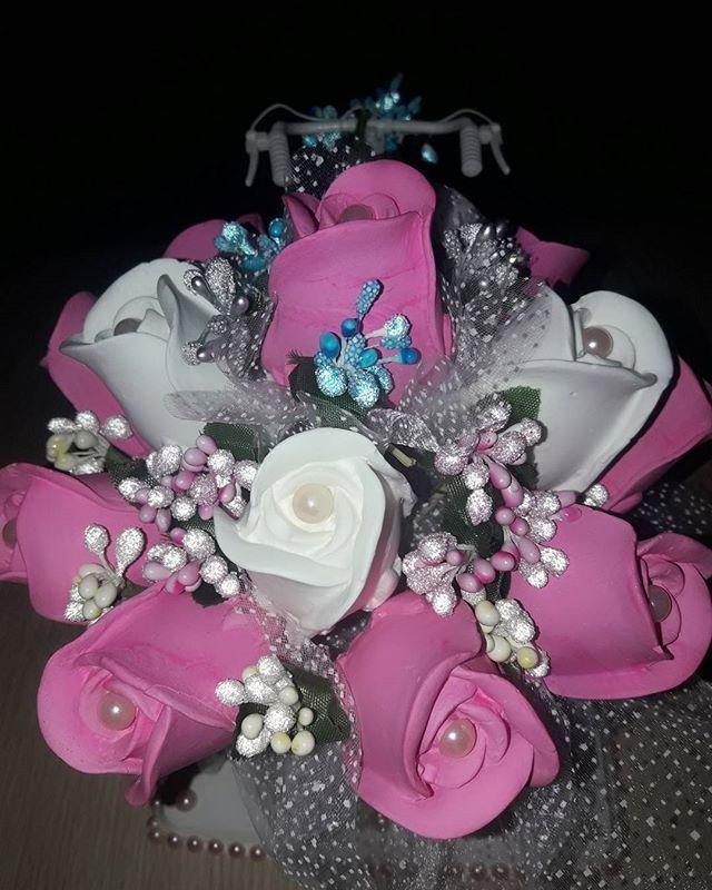 Veeee bir #sipariş daha bitmek üzere 😍🎁 #kokulutaş #çiçeksepeti #cicekbuketi #bisiklet #süsleme #doğumgünü #babyshower #bebekmevlüdü #sünnet #nişan #kına #nikah #nikahşekeri #düğün #asker #askerkınası #özelgün #kutlama #sevgililergünü #evlilik #evlilikyıldönümü #sürpriz #hediye #engüzelhediye #evedeso #eventdesignsource - posted by Kokulutaş Kurabiye Örgü Dantel https://www.instagram.com/kokulutas_kurabiyee. See more Baby Shower Designs at http://Evedeso.com