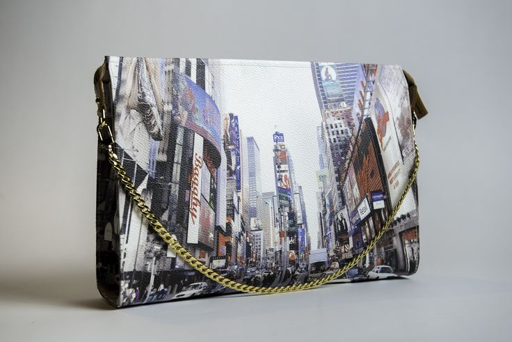 Suzy Clutch handbag - Times Square - Bagghy PVC UV print + genuine leather finishing and golden metal strap