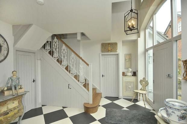 Love this entrance hall.