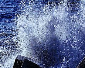 Seaford - Wild Sea at Splash Point © Diana Hitchin