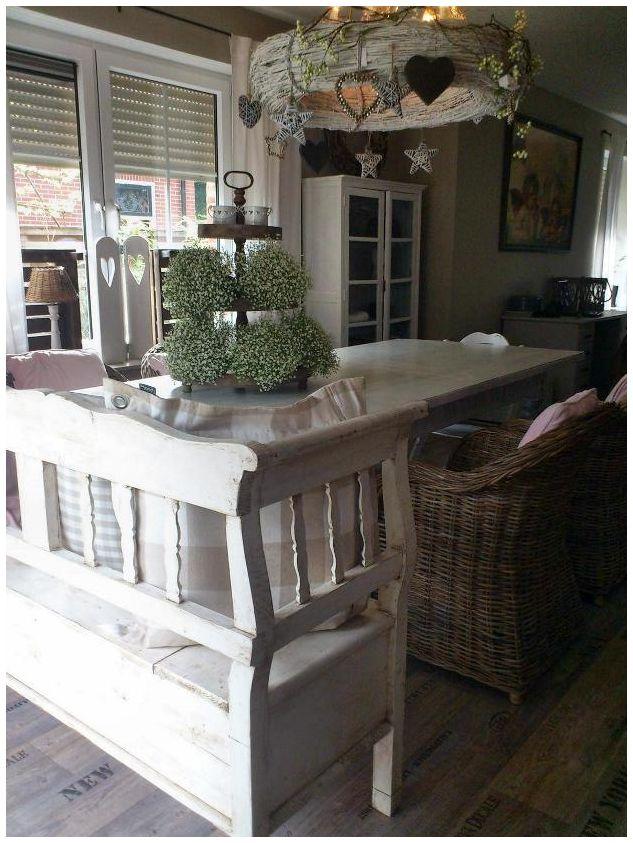 Landelijk, wit geschilderd meubilair