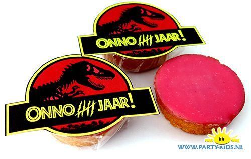 Jurassic world roze koek traktatie. Met je eigen naam erop, print en knip DIY