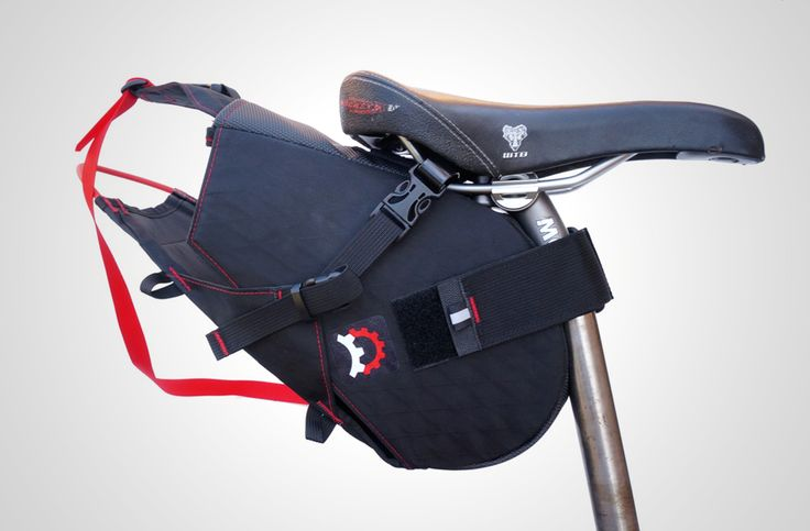ドライバッグと組み合わせて使うサドルバッグシステム。Revelate DesignsのTerrapin