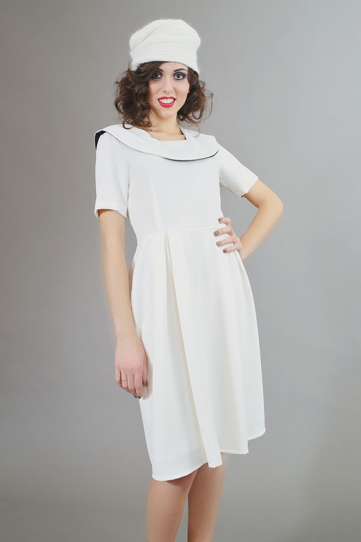 Winter white continues with our new Delft IV high waist dress. Figure flattering, bold without being flamboyant and comfortable. Easy to assemble with almost anything and season spanning: wear white all year around.