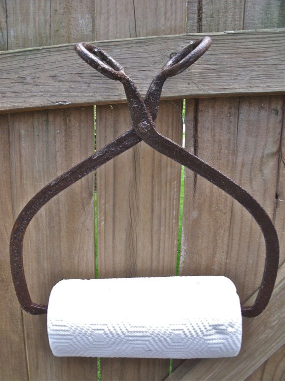 PrimiTive AnTique IcE TonGs PAPER TOWEL HOLDER With GreaT