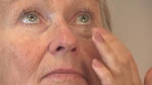 A Naturally Effective Under Eye Bag Treatment
