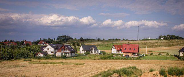Ceny działek budowlanych położonych poza wielkimi miastami ustabilizowały się w czerwcu
