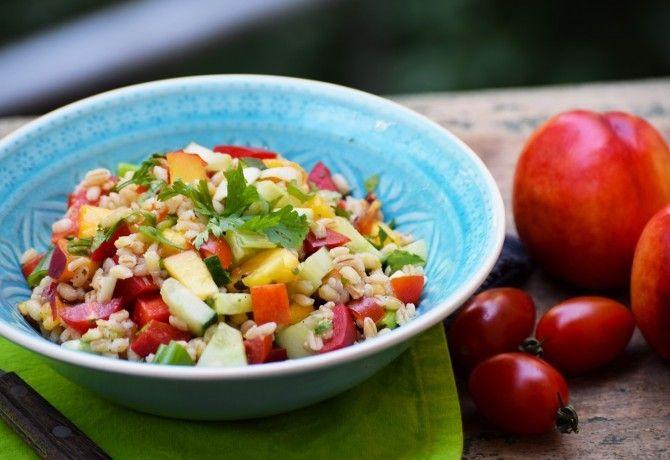 Szerencsére még augusztusban is bőségesen lehet válogatni a friss zöldségekből és a gyümölcsökből. A lehetőségek száma szinte végtelen!