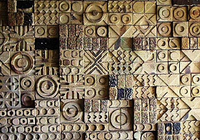 Moon Dust Residence, Madh Island: Detail of the mural wall: a variety of shapes in relief create a pattern   Archnet