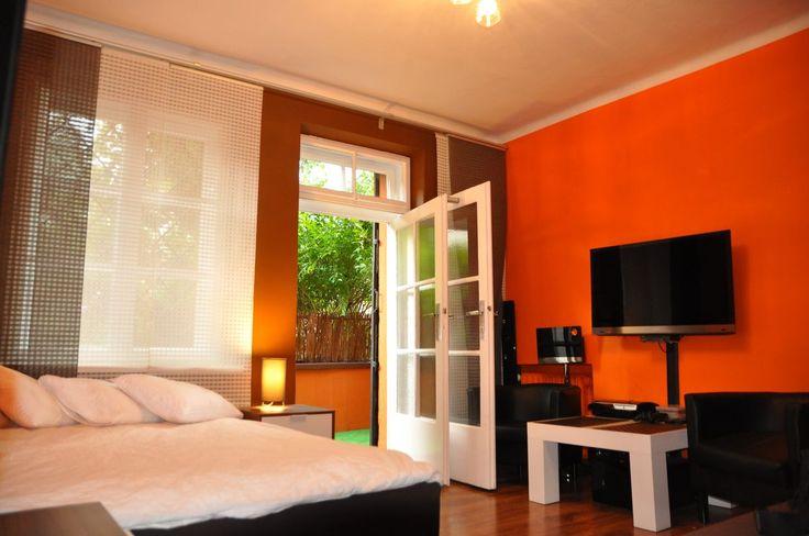 sypialnia z wyjsciem na taras   http://www.rainbowapartments.pl/apartament-pomaranczowy/