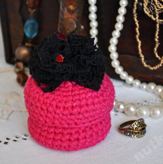nutka_art handmade  crochet small box container casket by nutkaart