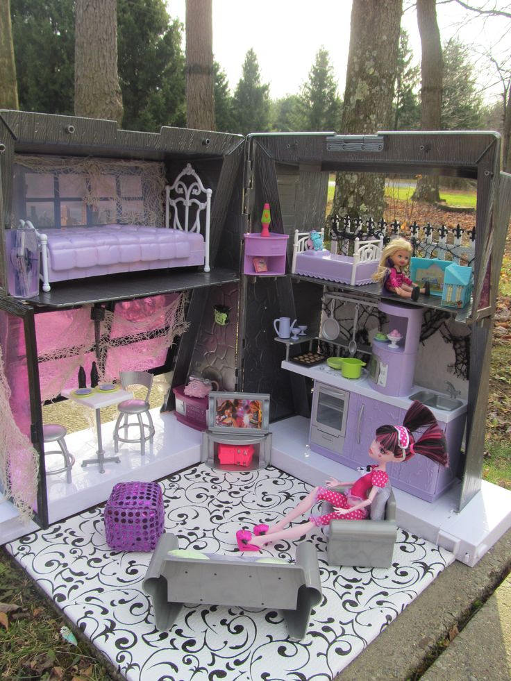 OOAK Monster High House By Michele Tunstall, Ebay Username: BargainFancy