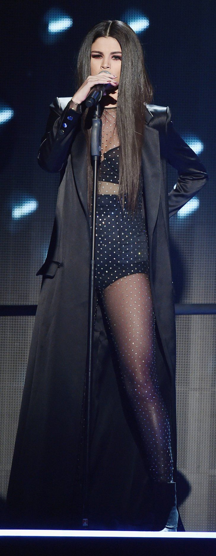 Pin for Later: Selena Gomez Était Plus Sexy Que Jamais sur la Scène des American Music Awards