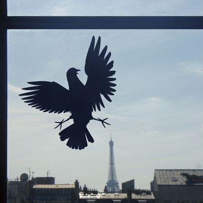 Insolite, historique ou tout simplement humoristique, découvrez ou redécouvrez, avec cette collection de stickers de décoration murale, les symboles et personnages qui ont marqué le pavé parisien de leur empreinte.