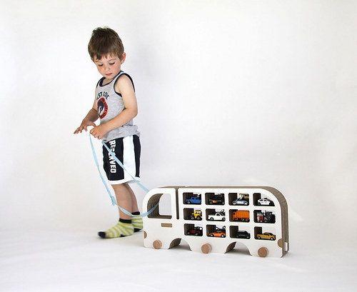 Decorativo y práctico camión de cartón para la habitación del peque