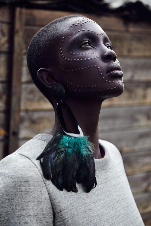 Valiant Times --- irakalan: LÖWE BLACK Photograther Thomas Babeau   UNO Postproduction Seguir leyendo #africa #fashion #photography