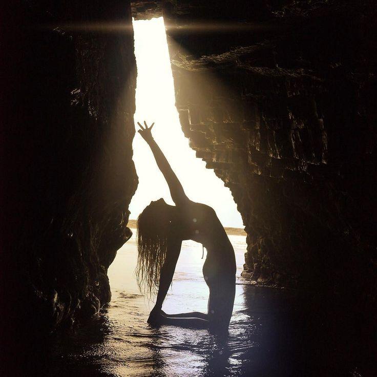 Rachel Brathen Jógacsaj című könyve nemcsak egy modern nő életébe enged betekintést, hanem tapasztalatai és tanácsai által a jóga nyugati életmódjának lenyűgöző világába is. Formáld és mozgasd meg magad testestől-lelkestől, hogy átjárjon az élet pezsgése!   http://webaruhaz.edesviz.hu/jogacsaj.html
