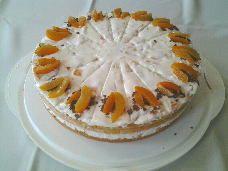 Aprikosensahne-Torte