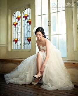 Nicole in Seoul 2012 Korea Pre-wedding Photo with IDOWEDDING (www.ido-wedding.com) #Please refer this photo above to be unedited #