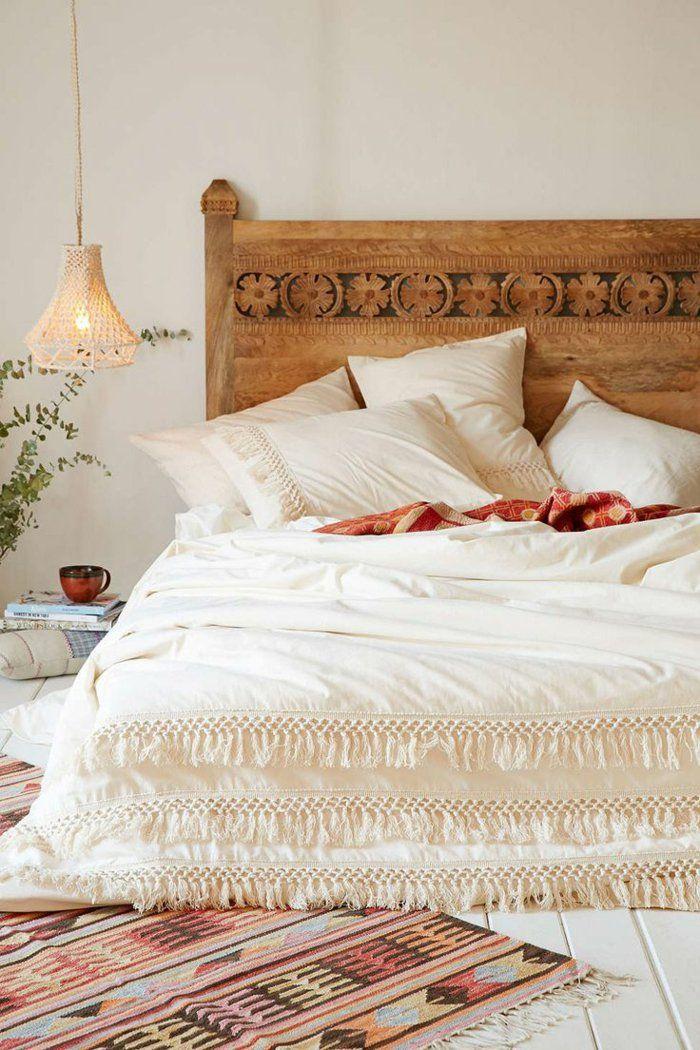 schlafzimmergestaltung holzschnitzereien kopfteil doppelbett weiße leinen franzen