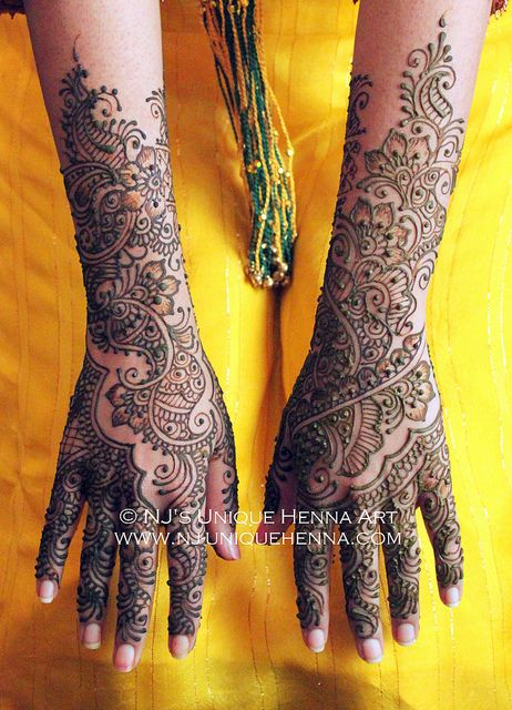 Indo arabic Traditional Indian bridal henna 2013 © NJ's Unique Henna Art | Bridal henna mehndi. NJ's Unique Henna Art © All rights reserved. Henna by Nadra Jiffry. Based in Toronto, Canada. Specializing in Bridal henna and henna crafts. This is my work and my photos only. www.nj-uniquehenna.com