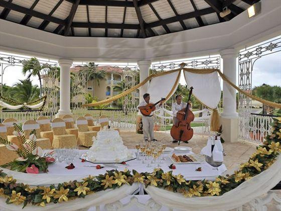 Live music at a wedding reception inside the Princesa Del Mar wedding gazebo