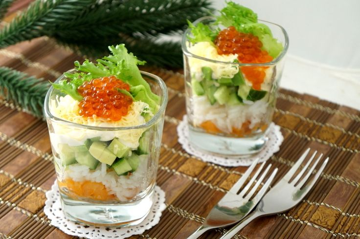 Салат с семгой и горчичной заправкой - пошаговый рецепт с фото: Вкусный и красивый салат для праздничного стола.